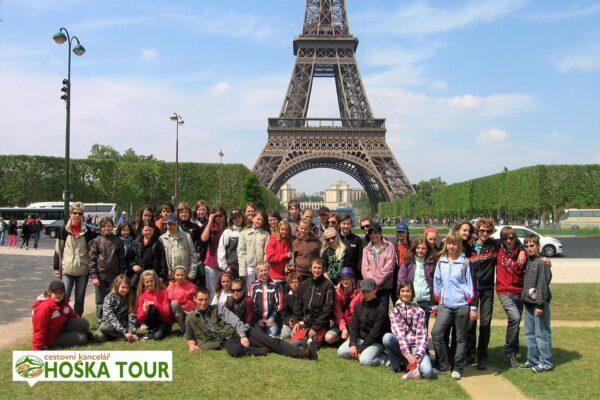Martova pole – společná fotka u Eiffelovi věže