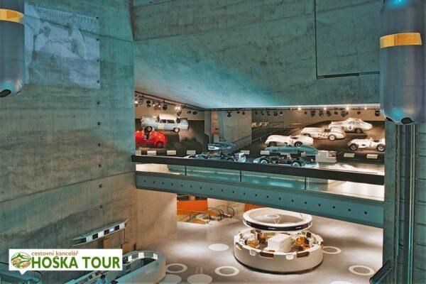 Školní zájezd – muzeum Mercedes Benz