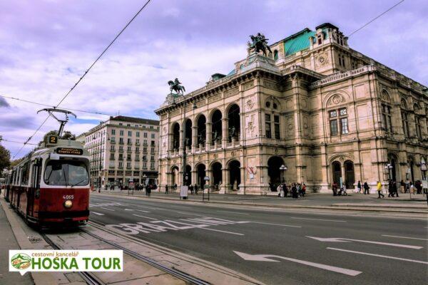 Vídeň – Národní opera a tradiční tramvaj