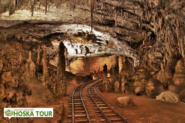 Vláček skrze jeskyni Postojna Jama – Slovinsko pro školy