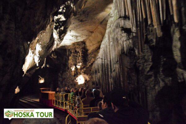 Vláček v Postojenské jeskyni – Slovinsko pro školy